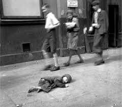 An image of indifference from another time: the Warsaw Ghetto, World War II (1943)